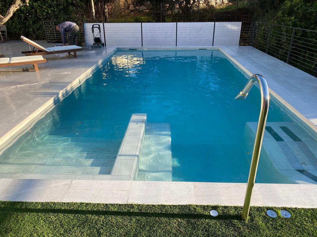 construcción de piscina con jacuzzi y cañon cervilaes ROSA GRES 1