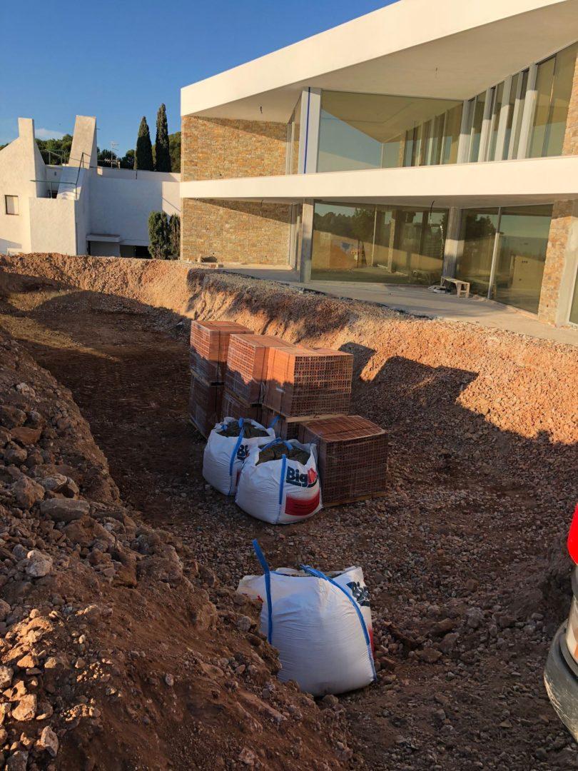 EXCAVACIÓN preparación para construcción de piscina Altafulla