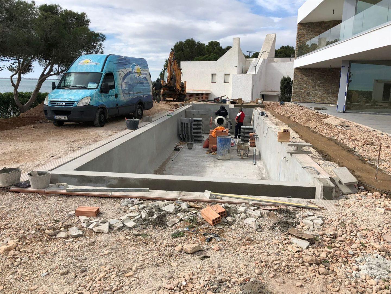 Escaleras, coronación, gresite y acabados construcción de piscinas en Tarragona