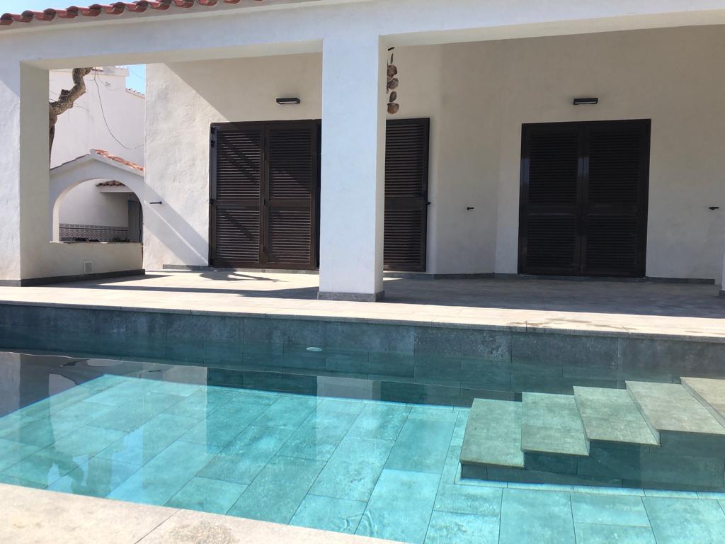 construcción de piscina porcelanico Cambrils 25